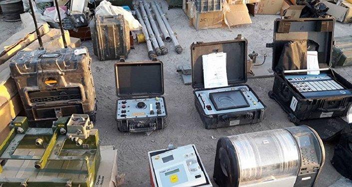 El equipamiento encontrado en los almacenes de armas de los terroristas en Deir Ezzor (archivo)