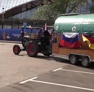 Misión cumplida: el tractorista alemán llega al partido de su selección