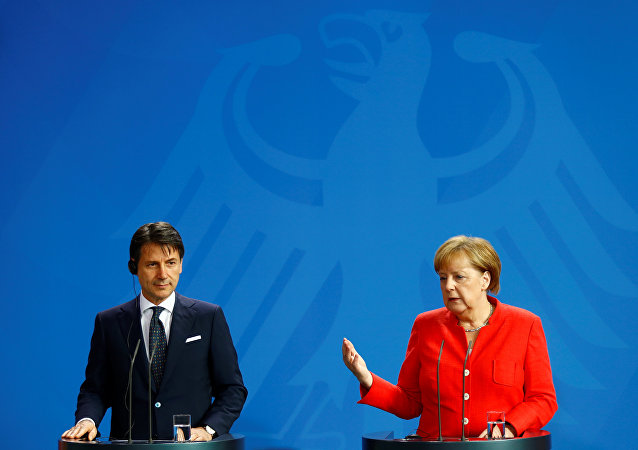 El primer ministro italiano, Giuseppe Conte y la canciller alemana, Angela Merkel