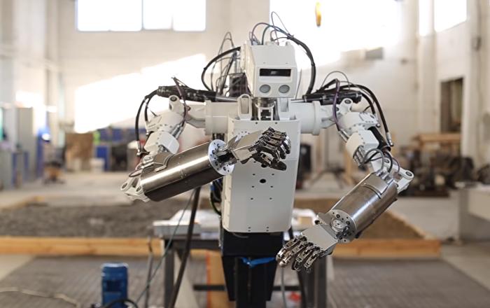 El robot antropomórfico ruso MRM-100