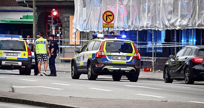 La policía junto a un cordón después del tiroteo en Malmö