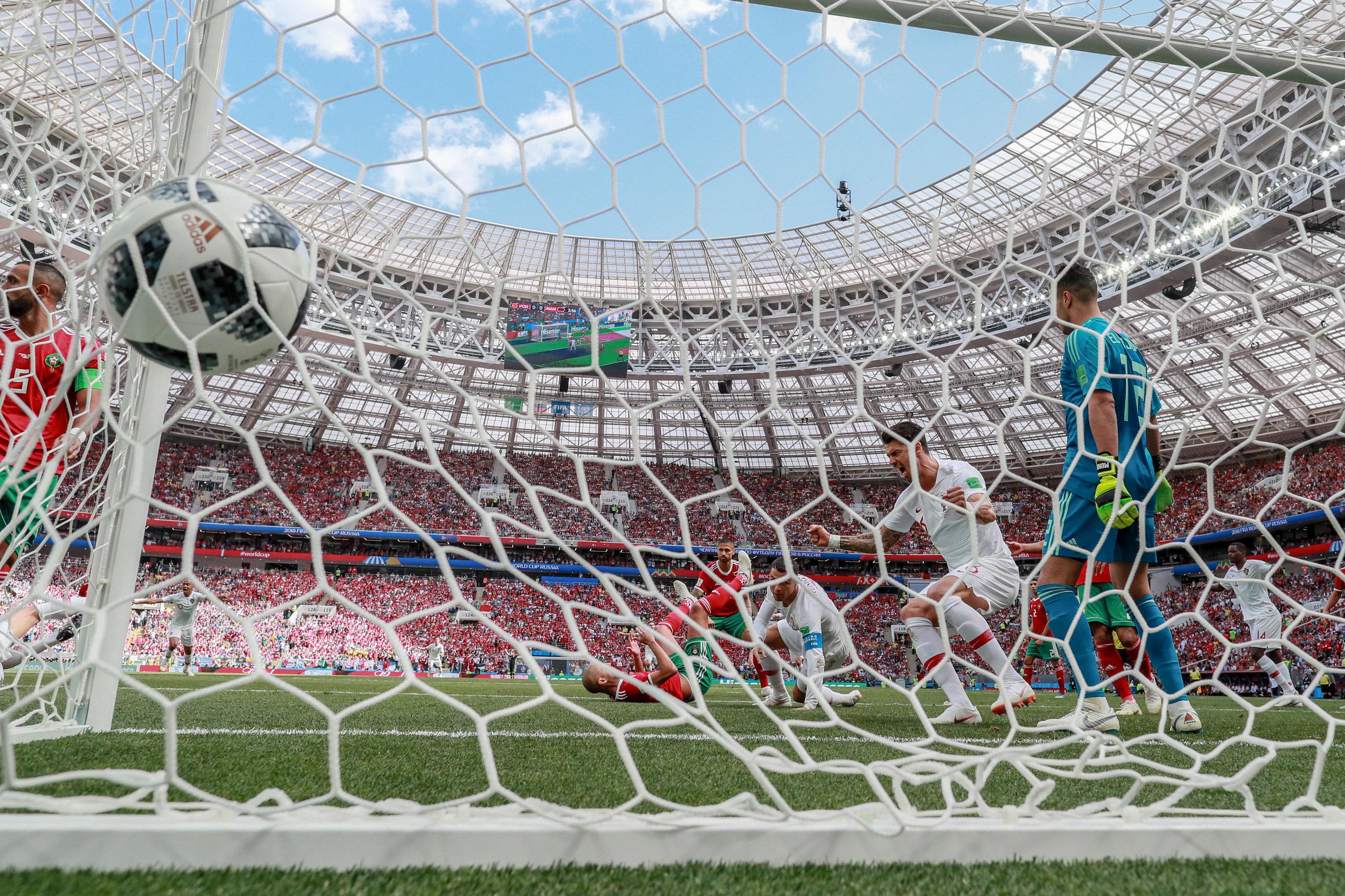 Cristiano Ronaldo anota un gol en el partido Portugal-Marruecos, por la fase de grupos de Rusia 2018.
