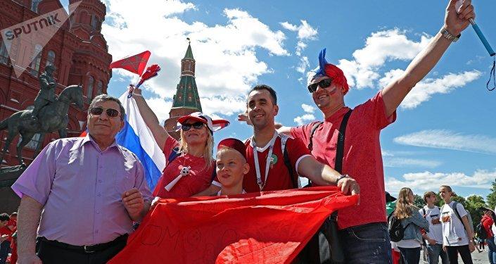 Hinchas en la Plaza Roja de Moscú