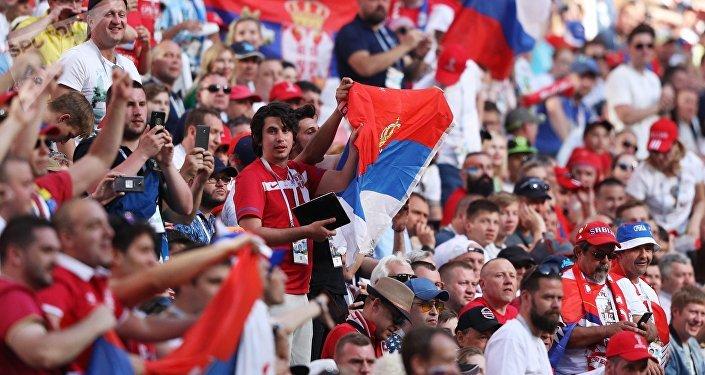 Hinchas serbios en el Mundial de Rusia (archivo)