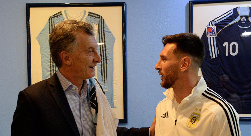 Mauricio Macri, presidente de Argentina, y Lionel Messi, jugador de fútbol de la selección de ese país.