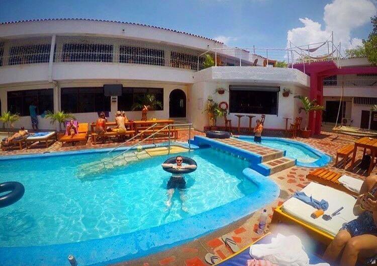 La piscina del Drop Bear Hostel de Santa Marta, en Colombia
