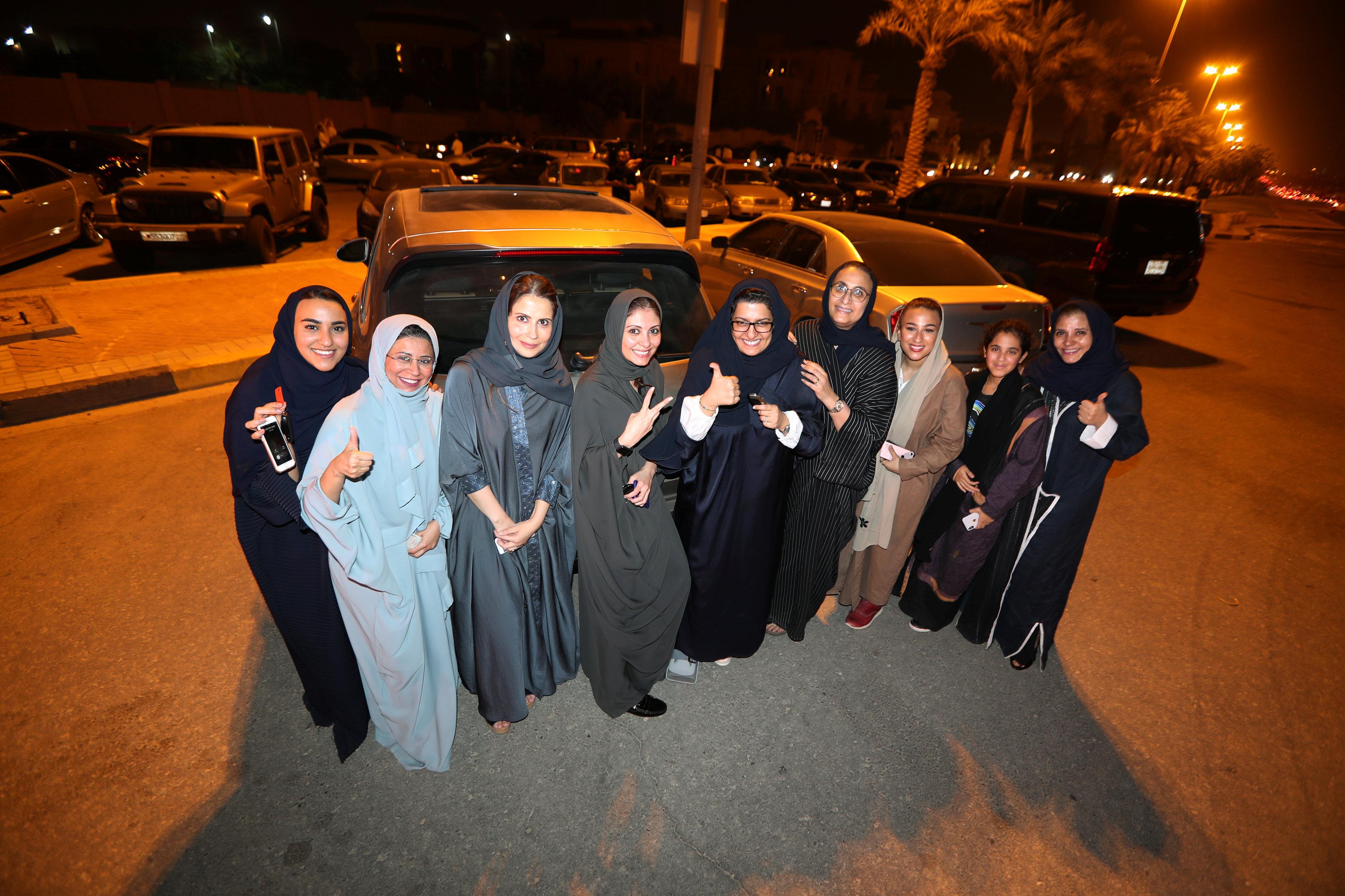 Mujeres saudíes celebran el levantamiento de la prohibición de conducir