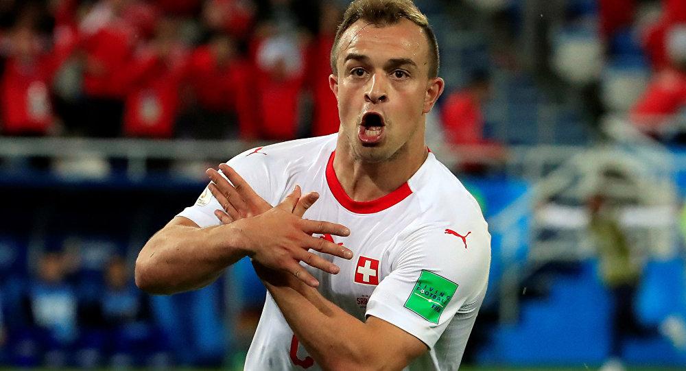 Xherdan Shaqiri, de la selección de Suiza, celebra su gol contra Serbia en el Mundial de Rusia 2018