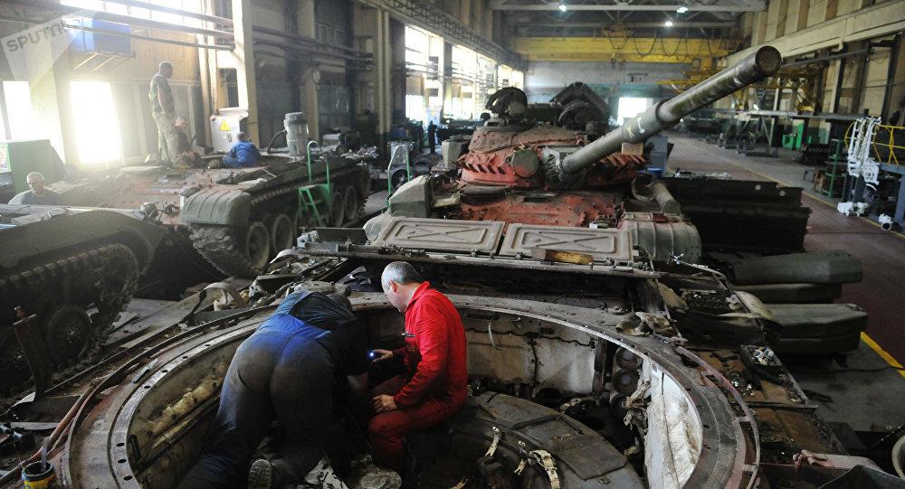 Reparación de tanques en Ucrania (Archivo)