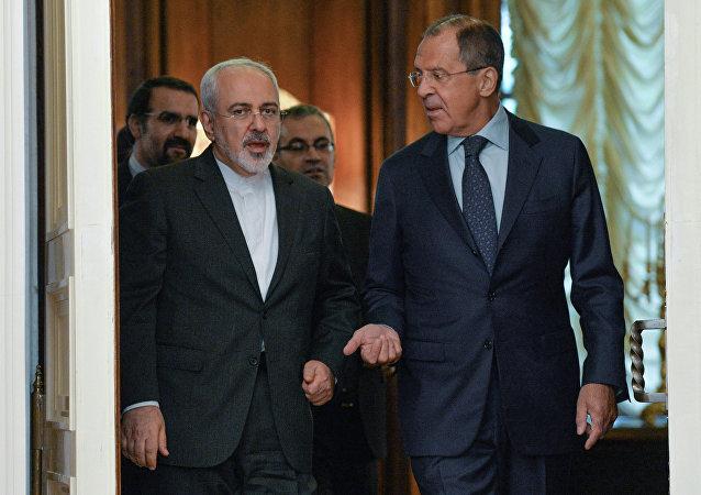 Ministro de Exteriores de Irán, Mohamad Yavad Zarif, y su homólogo ruso, Serguéi Lavrov