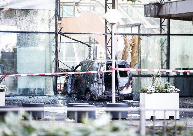Una furgoneta de reparto embistió la sede del diario De Telegraaf en Ámsterdam
