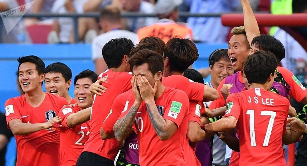 Selección de Corea del Sur tras el partido contra Alemania