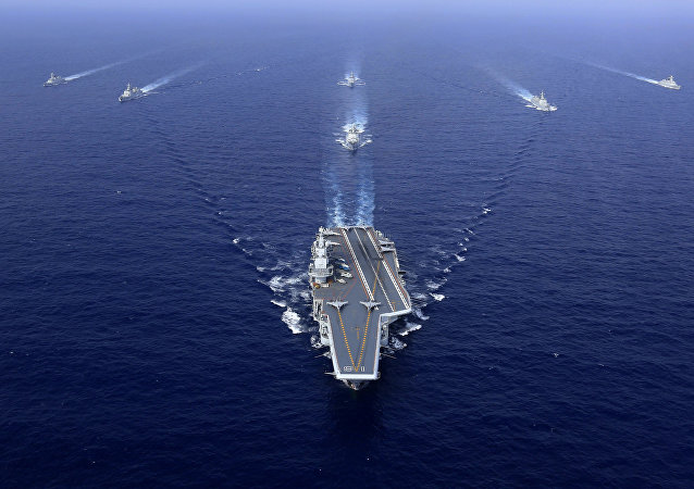 Un grupo naval chino, encabezado por el portaviones Liaoning (archivo)