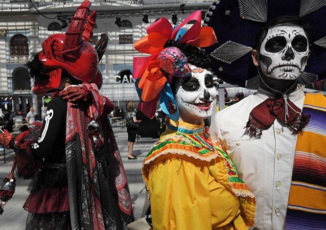Día de los Muertos en las calles de Moscú