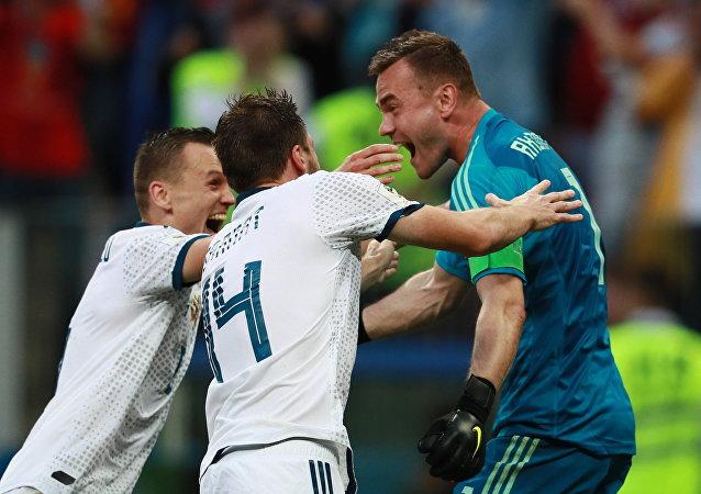 La selección rusa se alegra por la victoria sobre España