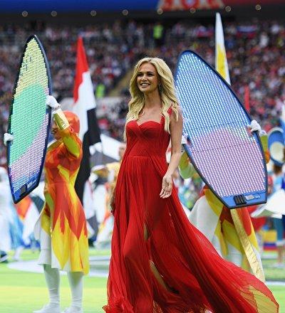 Viktoria Lopiriova, embajadora de la Copa Mundial de la FIFA Rusia 2018, durante la apertura del Mundial