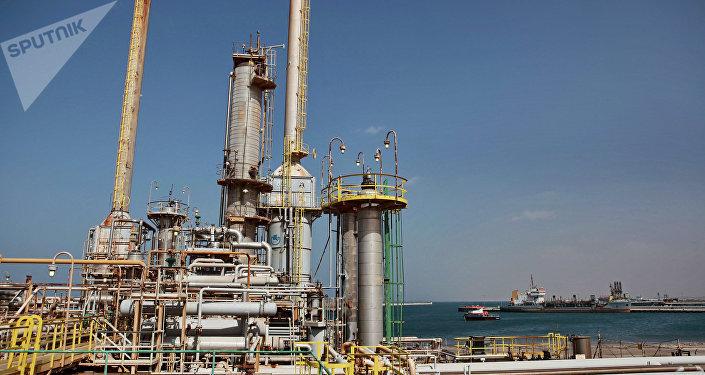 Refinería de petróleo en Libia (archivo)