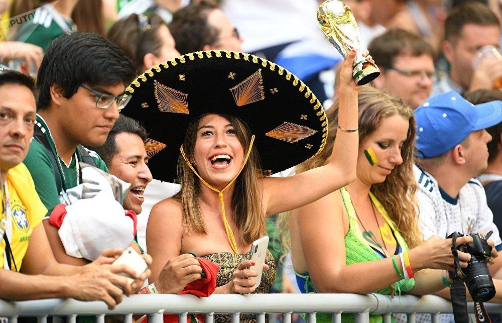 Hinchas durante el partido México-Brasil