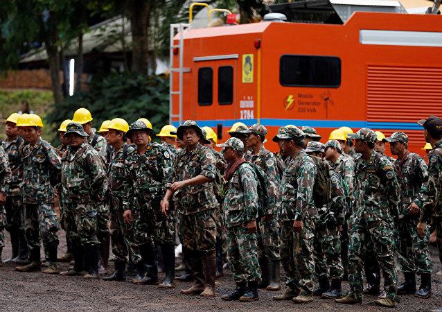 La operación de rescate de 13 futbolistas que quedaron atrapados en una cueva en Tailandia