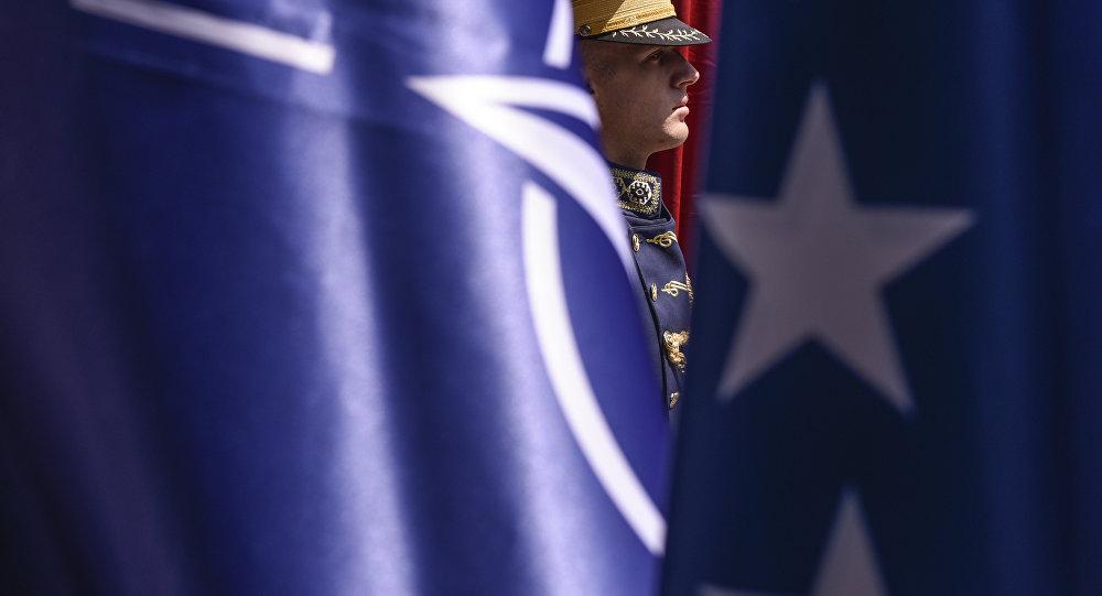 Banderas de la OTAN y EEUU