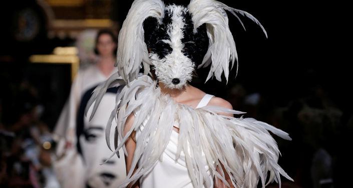 ¿En serio? Los conjuntos más locos de la Semana de la Moda de París