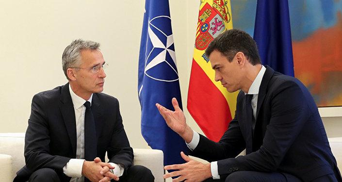 El secretario general de la OTAN, Jens Stoltenberg, y el presidente del Gobierno español, Pedro Sánchez