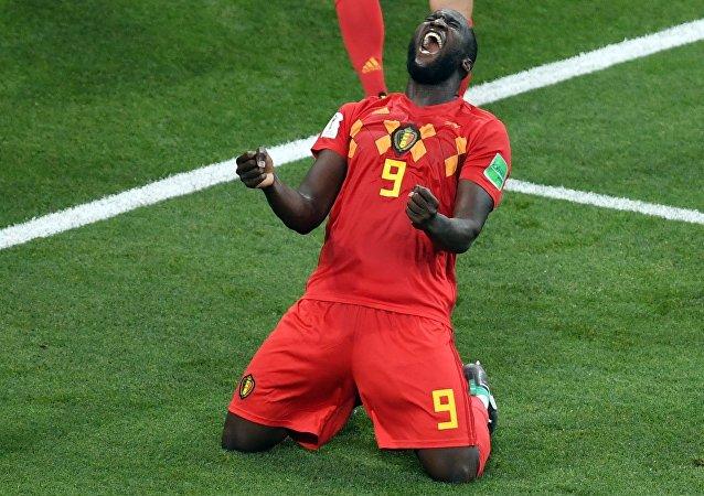 El belga Romelu Lukaku celebra la emocionante victoria de su selección sobre Japón