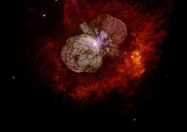 Eta Carinae rodeada de la Nébula Homúnculo