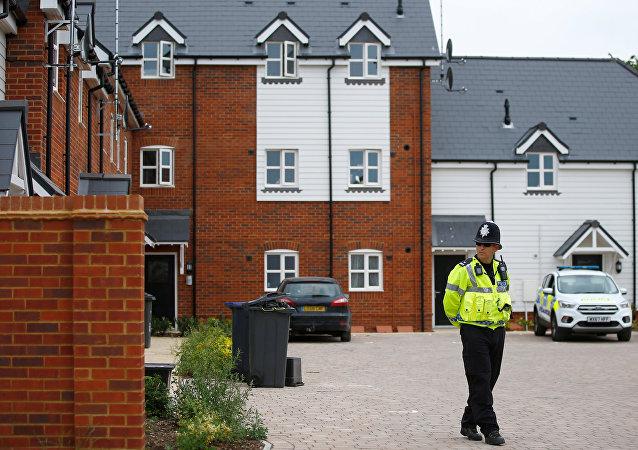 Un policía británico en Amesbury, el Reino Unido