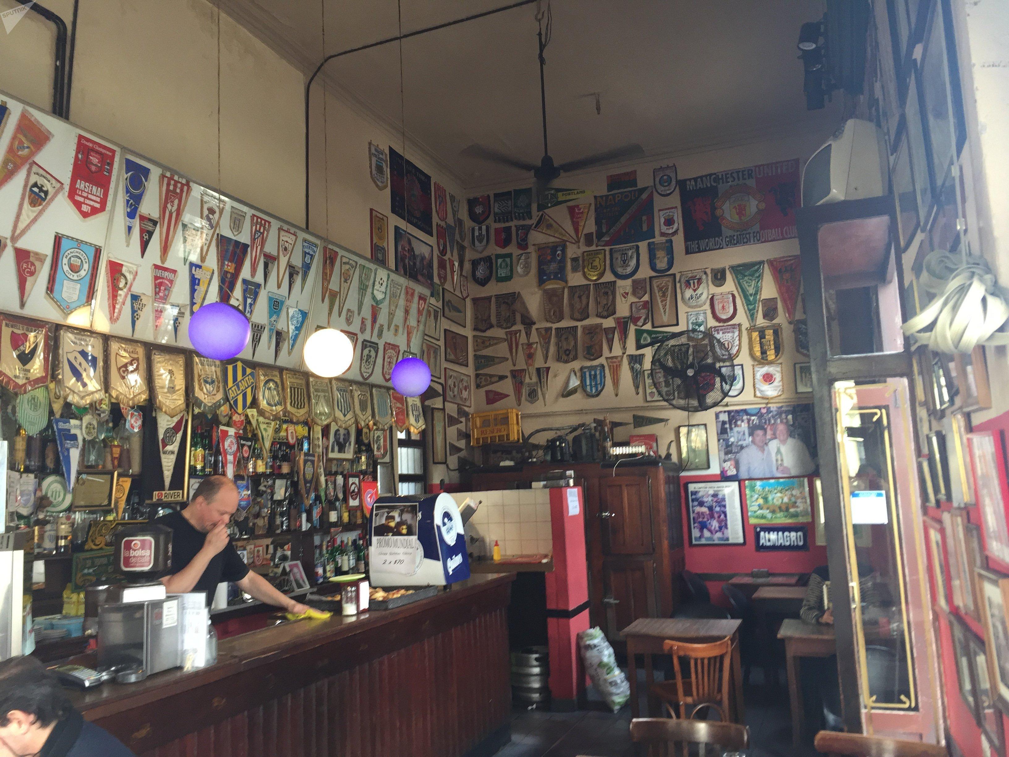 Cafetería El Banderín, bar futbolero tradicional en Buenos Aires, Argentina