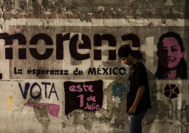 Mural partidario con el rostro de Claudia Sheinbaum para las elecciones mexicanas 2018