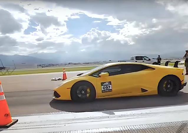 Mira cómo este Lamborghini Huracán bate un récord de velocidad en media milla