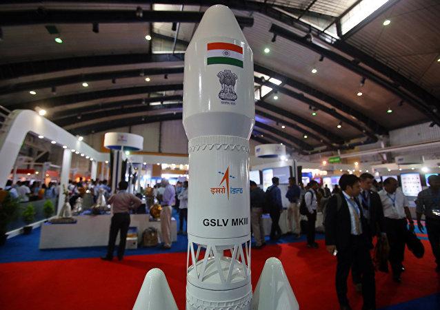 Un satélite Geosynchronous Satellite Launch Vehicle Mark III  de la agencia espacial de la India, Isro