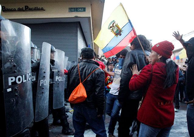 Marcha de apoyo a Rafael Correa en Ecuador