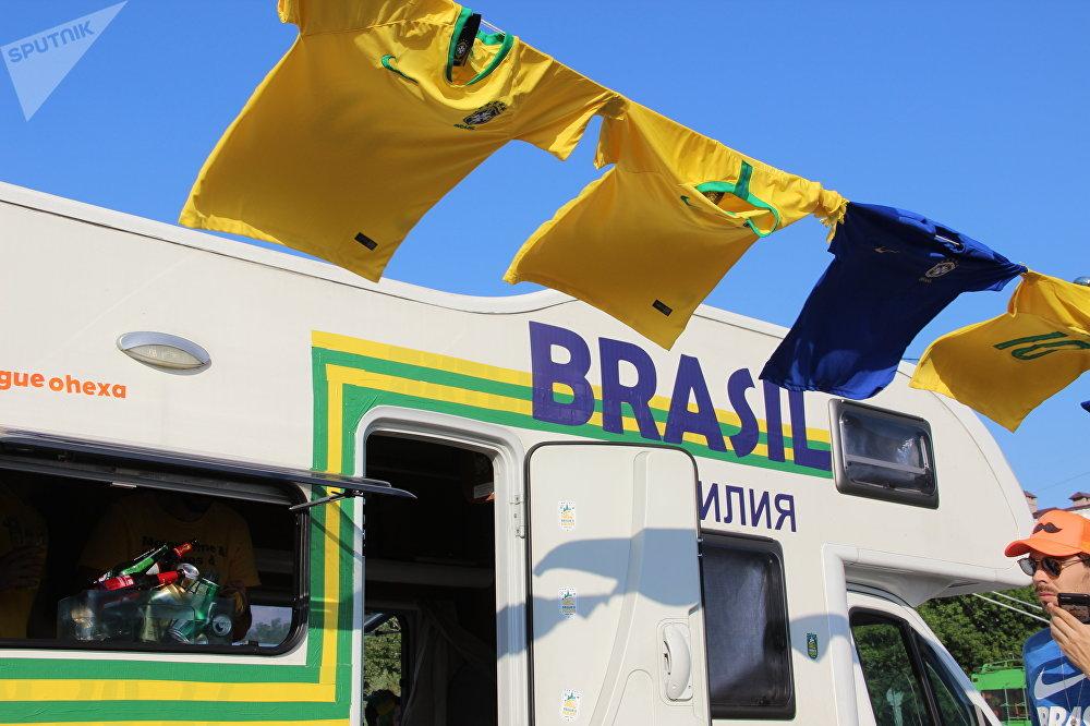 El tendedero con las camisetas de la seleción brasileña