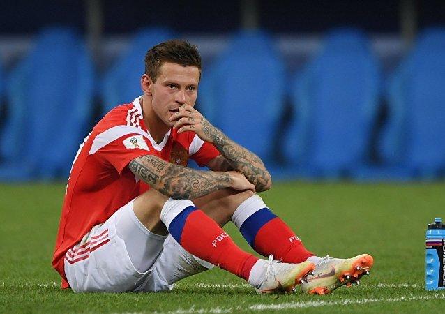 El jugador ruso Fiodor Smolov, quien no marcó su penal, después del partido contra Croacia