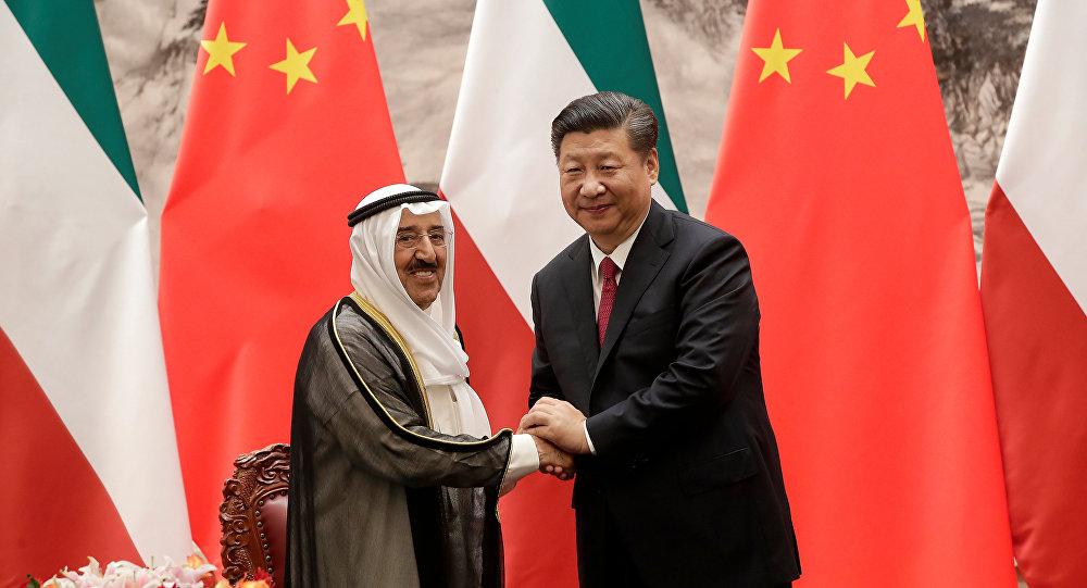 El emir kuwaití, jeque Sabah Ahmed Sabah y el presidente chino, Xi Jinping