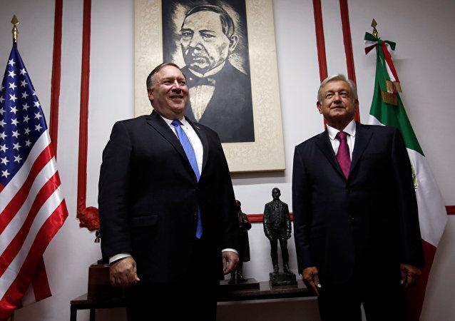 El secretario de Estado de EEUU, Mike Pompeo, y el presidente electo de México, Andrés Manuel López Obrador