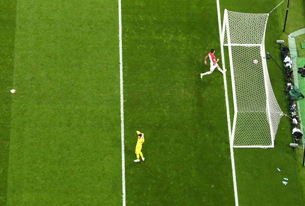 Mario Mandzukic anota el segundo gol de Croacia en la final del Mundial de Rusia