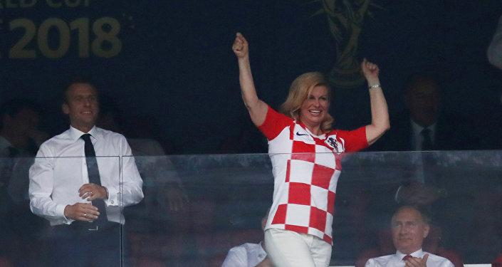 Kolinda Grabar-Kitarovic, presidenta de Croacia, celebra un gol de su selección en la final del Mundial de Rusia