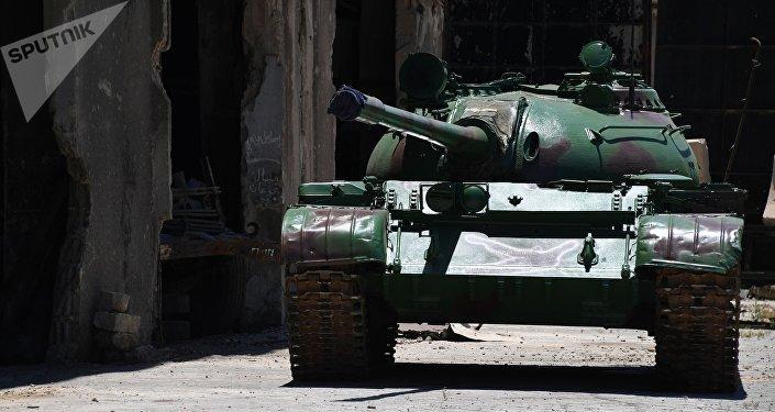 Un tanque de fabricación soviética T-55 tras una reparación realizada por los ingenieros sirios (imagen refencial)