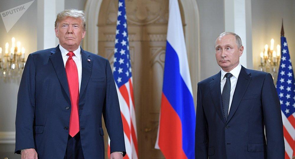 El presidente de EEUU, Donald Trump, con su homólogo ruso, Vladímir Putin