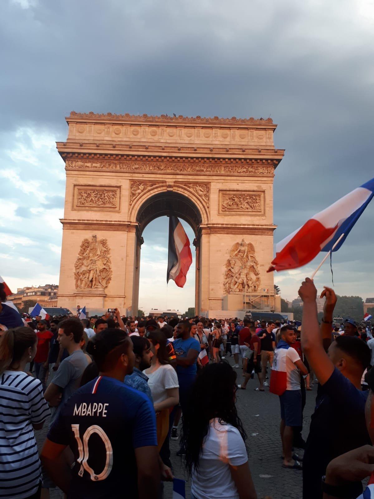 El arco del triunfo fue el centro de las celebraciones por la victoria de Francia como campeón del mundo