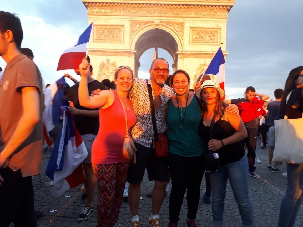 Celebraciones en el arco del triunfo tras la victoria de Francia como campeón del mundo en Rusia 2018
