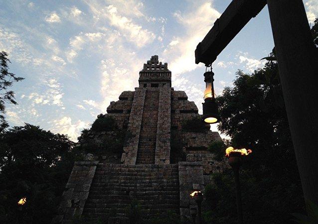 Una pirámide azteca, referencial