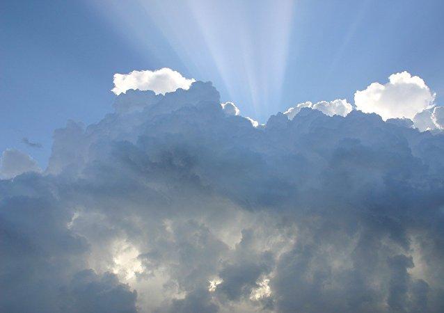 Unas nubes, referencial