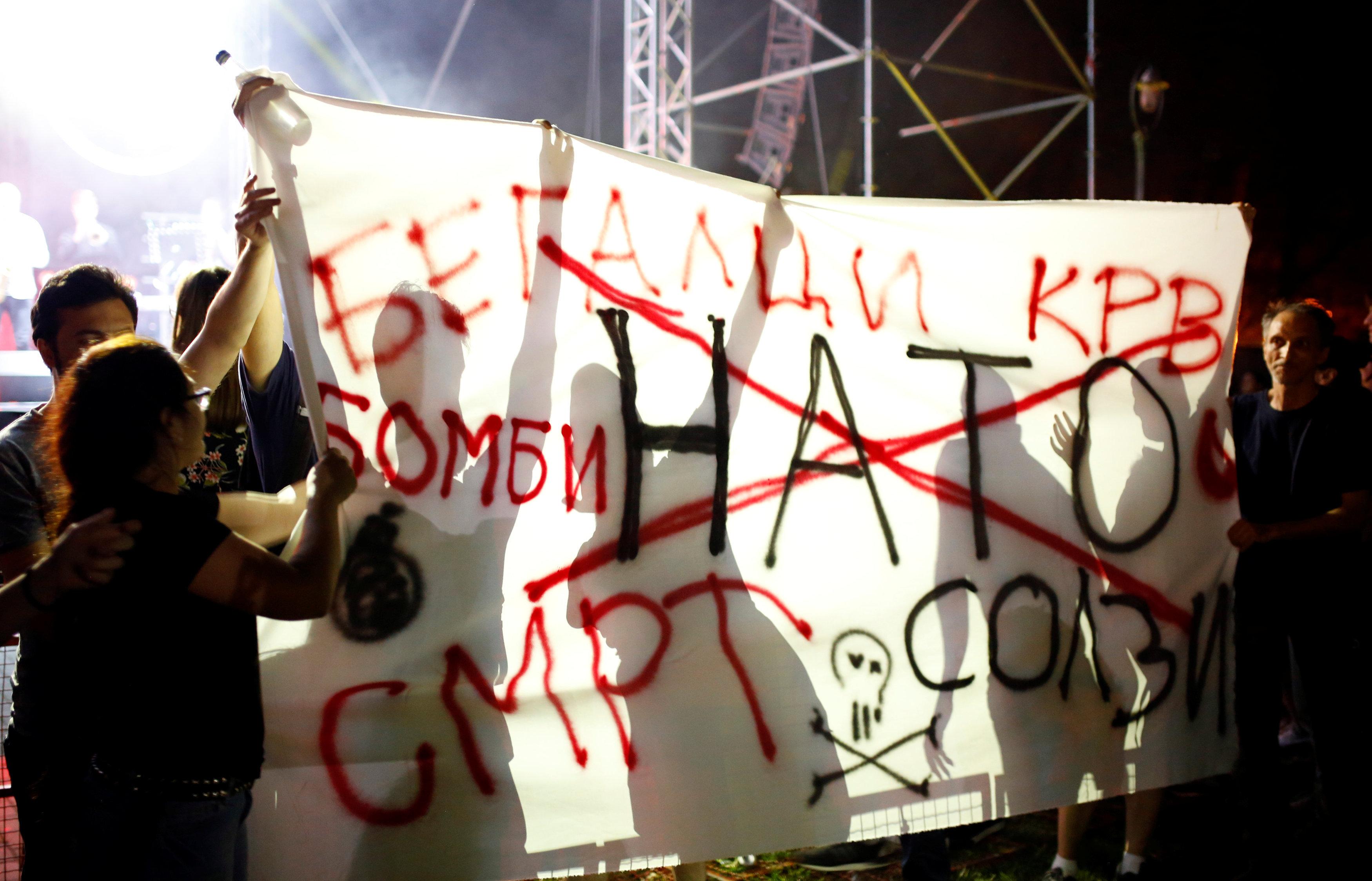 Los manifestantes anti-OTAN en Skopje