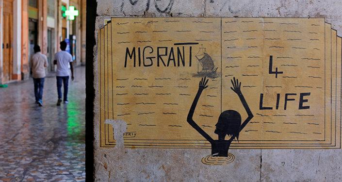 Un cartel en el que se lee 'Migrante - V es Vida'