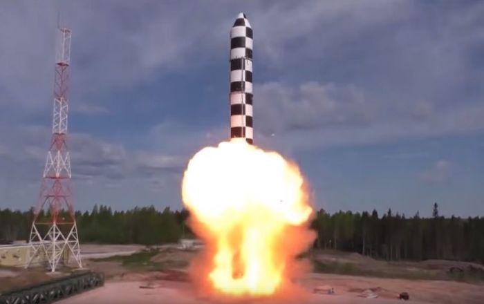 Lanzamiento de un cohete Sarmat