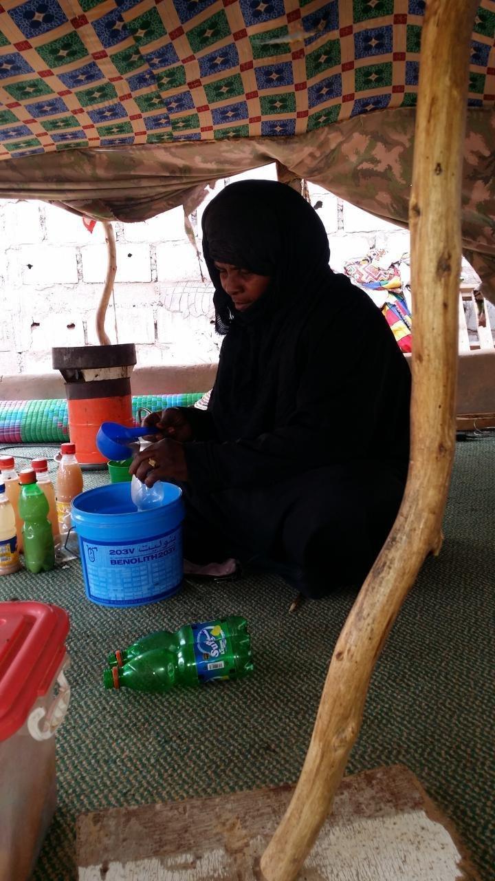 Shada, una criada y pastora de ovejas y de camellos de Mauritania